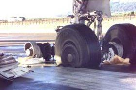 Åtte av ti landingshjul eksploderte under landingen på Lajes.