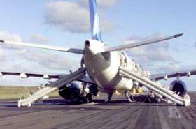 A330-200-maskinen etter landing og evakuering.