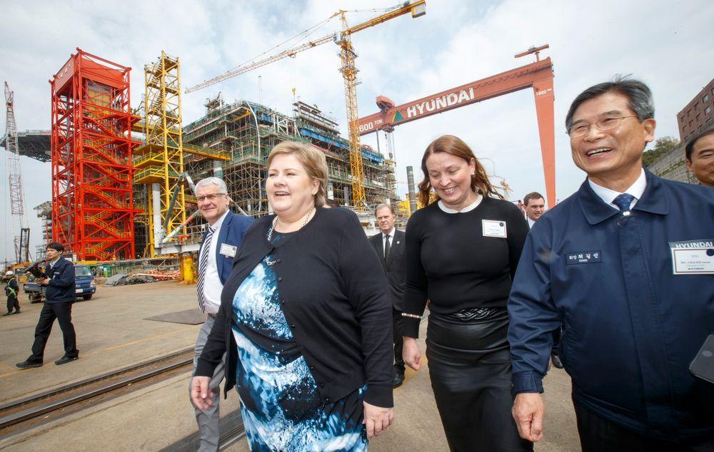 Erna Solberg - her på det sørkoreanske verftet Hyundai Heavy Industries, der både Goliat og Aasta Hansteen har blitt bygget.