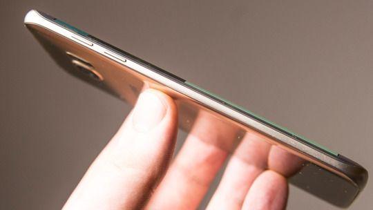 Galaxy S7 Edge har glass på begge sider, og det kan hende Apple følger etter i samme spor – i tro tradisjon med iPhone 4/4S-designet.