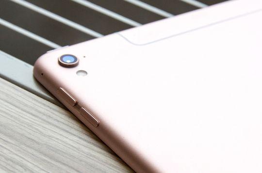 Det lille proffbrettet har fått kameraet fra Apples nyeste iPhone-modeller. Det tar ganske ålreite bilder.