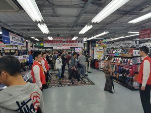 En av Yodobashi Cameras gigantiske butikker var rett i nærheten. Hvor mange kabler jeg egentlig hadde i kofferten på vei hjem vites ikke.