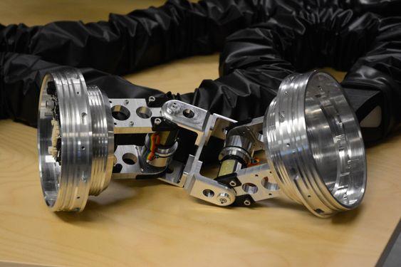 Hver modul i teknologien bindes sammen av et ledd som dette, som gjør slangerobotene bevegelige og fleksible