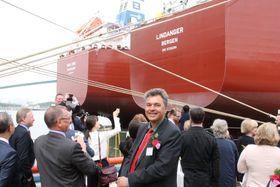 Sjøfartsdirektør Olav Akselsen er fornøyd med at rederne bak verdens første metanolskip velger å flagge norsk. Mari Jone har Haugesund som hjemmehavn, mens Lindanger har Bergen.