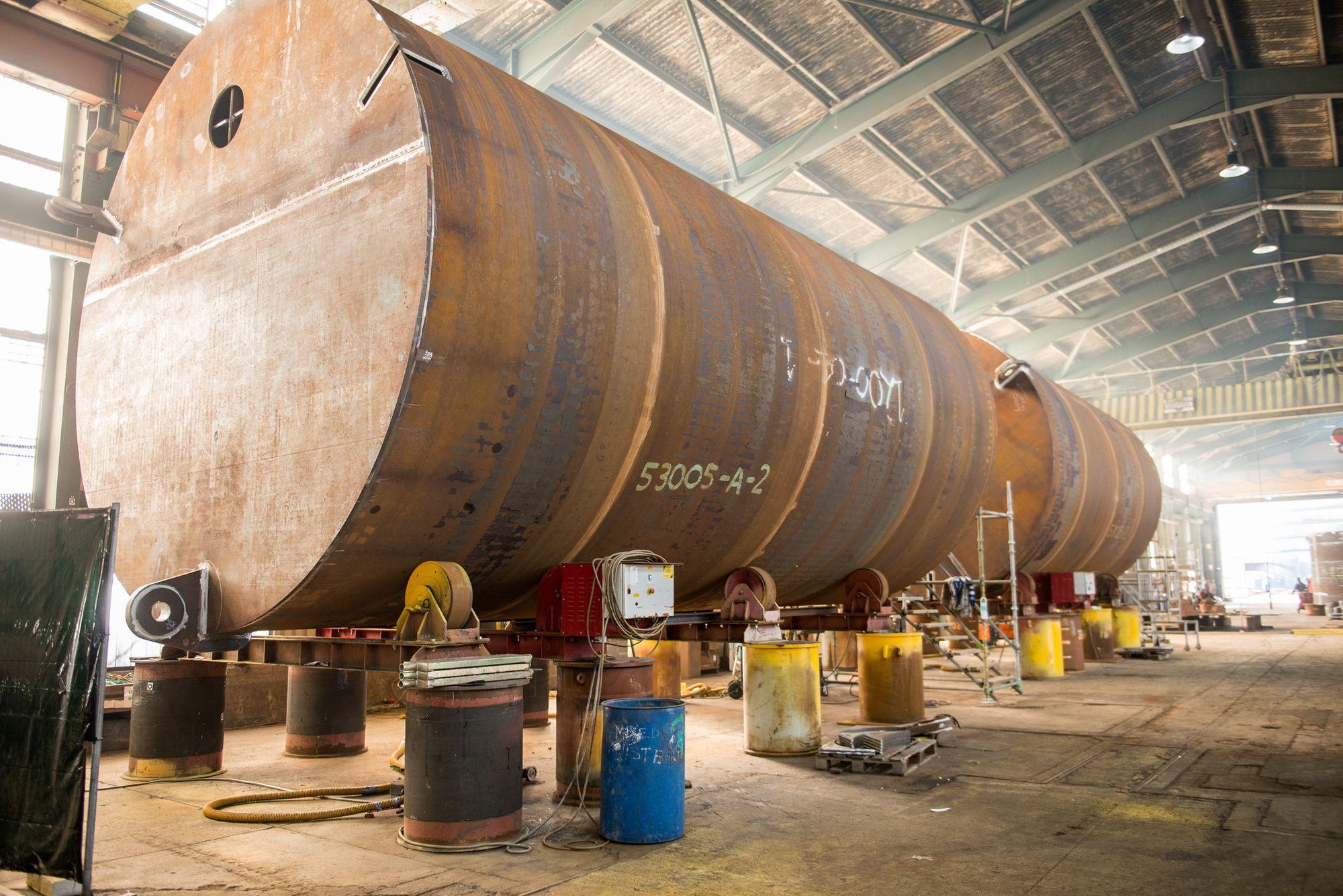 Dette er et av tre sugeankre som skal holde en av de fem 11.500 tonn tunge Hywind-vindmøllene fast på havbunnen utenfor Aberdeen i Skotland. Ankeret produseres i øyeblikket ved Isleburn Ltd. i Inverness i Scotland.
