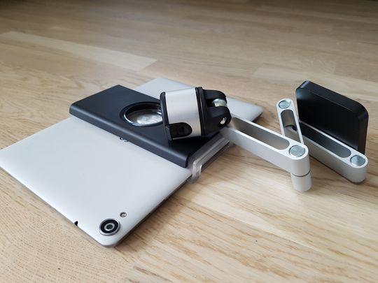 RingO Tablet Flex Pack består av én universalholder som du fester til nettbrettet, og én bøyelig arm du skrur fast i veggen. Foto: Kurt Lekanger