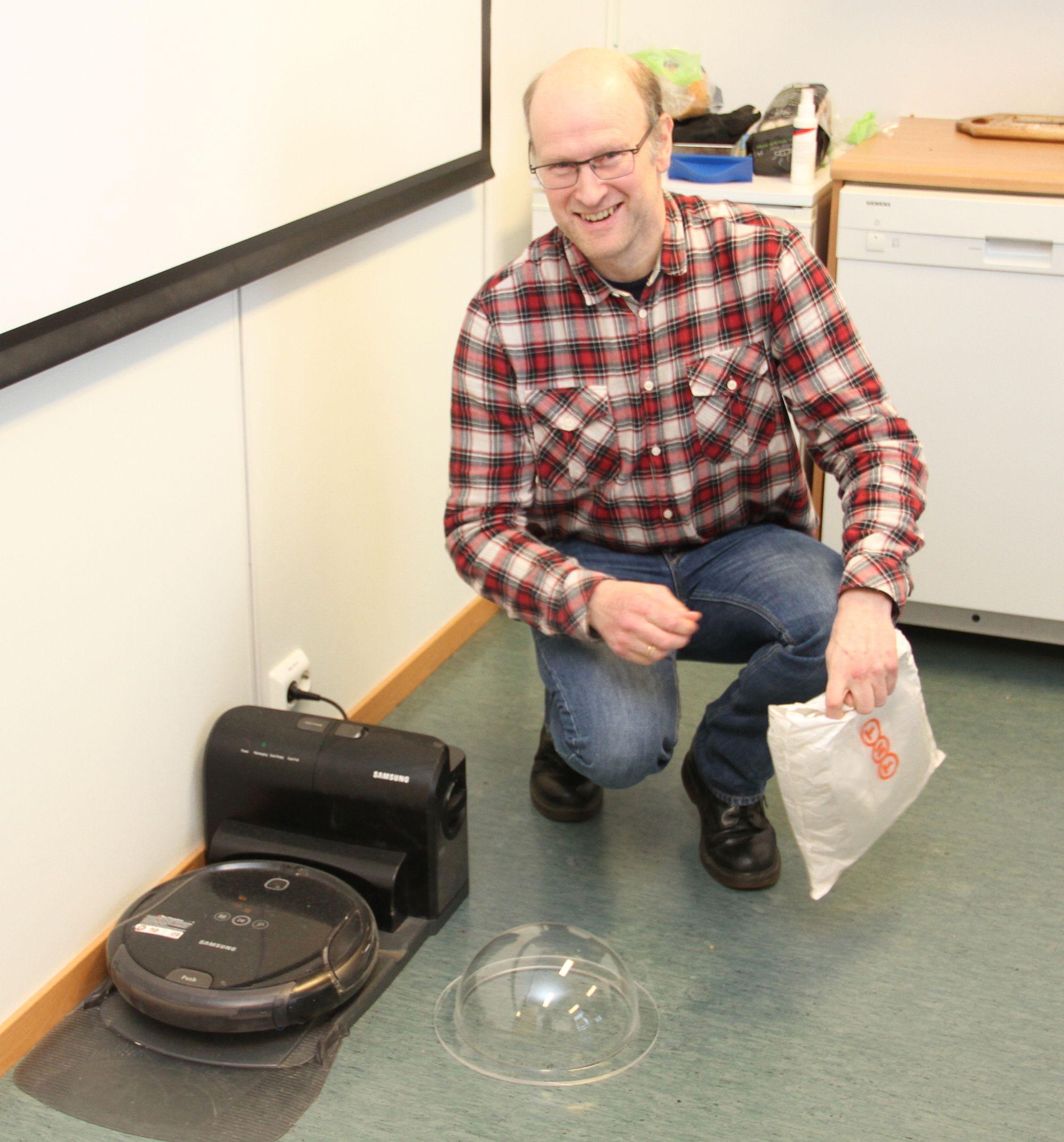 Frode Hesby, Hesbynett. Her med støvsugeren som førte til at selskapet Robot Solutions ble stiftet.