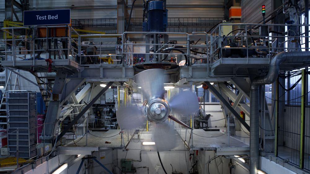 Rolls-Royce Marine, her fra Ulsteinvik, går igjennom nye nedbemanningsprosesser. 150 skal gå fra de norske avdelingene og selv ikke ledelsen slipper unna denne gang.