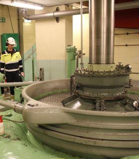 Andreas har kontorplass på Vækerø, men reiser stadig rundt på Hydros kraftverk. Her på Åmdal kraftstasjon, som er en del av Skafså-anleggene hvor Hydro er deleier, der han og teamet kartlegger reinvesteringsbehovet for de neste 15 årene.