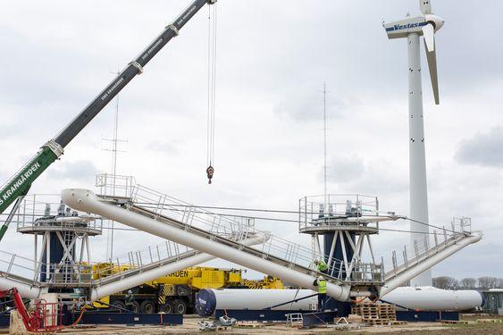 Danmarks Tekniske Universitet og Vestas setter opp multirotorvindmølledemoen som de håper kan få ned produksjonskostnadene for vindkraft.