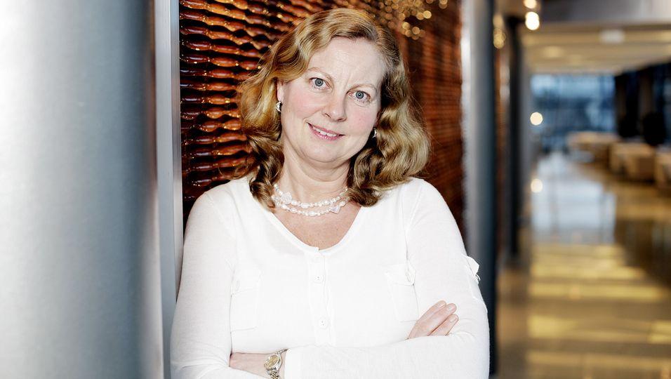Administrerende direktør Berit Svendsen i Telenor Norge er fornøyd med deler av ekomplanen fra regjeringen, men savner en avklaring når det gjelder ensartede regler for graving langs veiene.