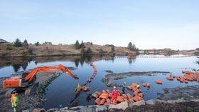 Den første av i alt tre PEX-kabler er ført i land i Kuvågen på Radøy i Hordaland. Den er en del av forsterkningen av elektrisitetsforsyningen i bergensområdet.