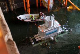 Den første dyptvannstransformatoren testes her i Trondheim Havn.
