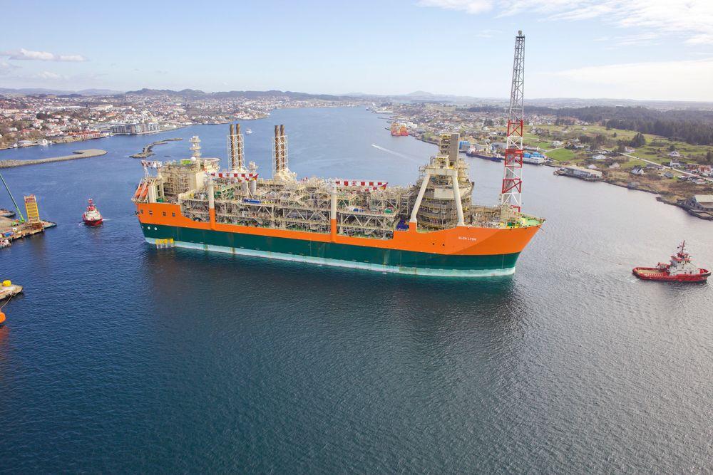 Her ankommer gigantskipet Glen Lyon Haugesund. Produksjonsskipet er 270 meter langt og 52 meter bredt, og er det største skipet som noen gang har lagt til kai ved Aibels verft.