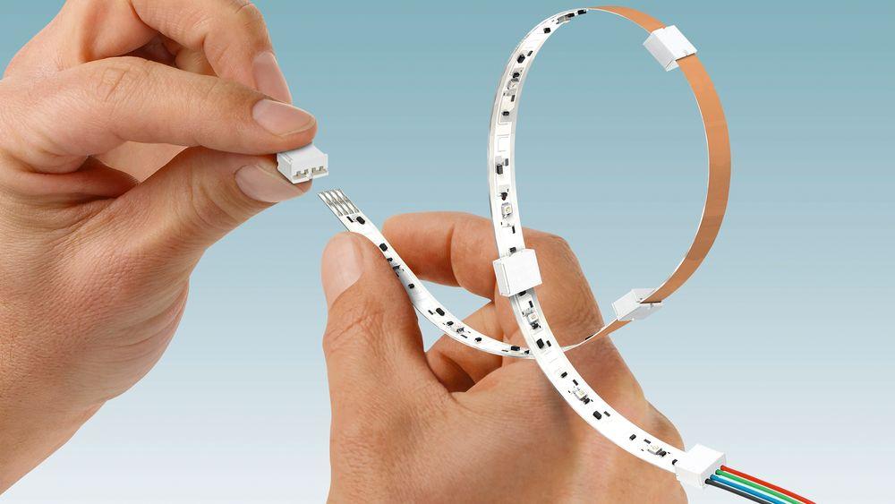 Med de nye innstikkspluggforbinderne i serien PTF fra Phoenix Contact kan nå også fleksible LED-kretskort med en bredde på 10 mm kobles til enkelt og pålitelig.