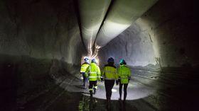 Eksos: Store ventilasjonsrør holder luften frisk i tunnelene der det sprenges ut til det nye renseanlegget på Bekkelaget.