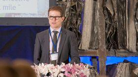 Olav Madland i Acando presenterte planer for et pilotprosjekt med selvkjørende busser i Kongsberg under konferansen «Fremtidens transportløsninger» denne uken.