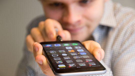 Vi har tidligere fikset en iPhone 6 Plus, da med en litt annen innfallsvinkel.