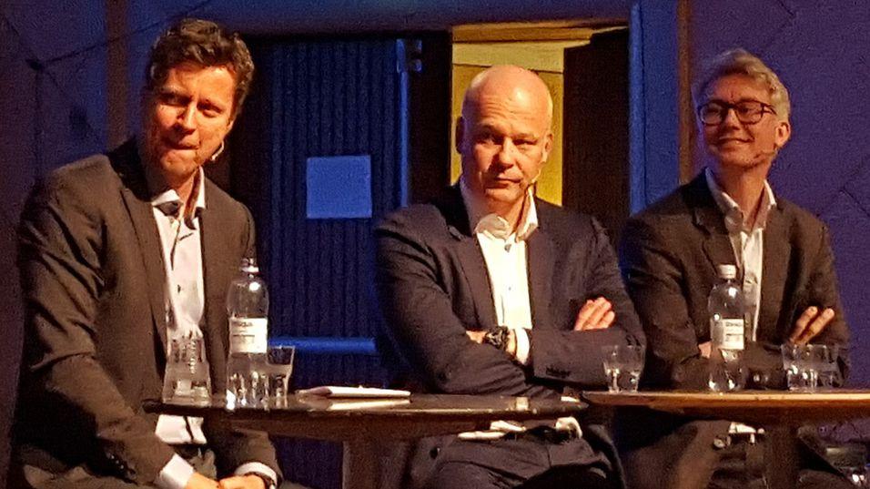 """Fra venstre: Trygve Rønningen, Thor Gjermund Eriksen og Olav T. Sandnes er enige om at """"terrorbalansen"""" mellom kringkasterne og distributørene vil pågå i lang tid."""