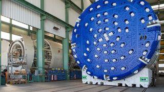 Slik setter de sammen det 2400 tonn tunge «monsteret» som skal bore plass til Follobanen