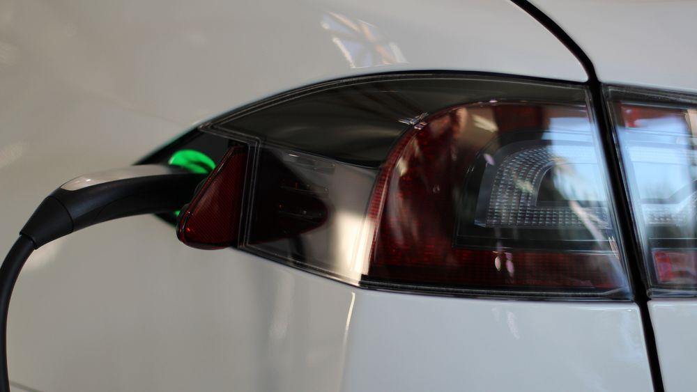Nå får Tesla-eiere nytt gratis ladenettverk i Norge
