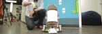 Les Snart kan du bygge din egen robot og styre den med en  hanske
