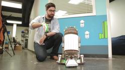 Snart kan du bygge din egen robot og styre den med en  hanske
