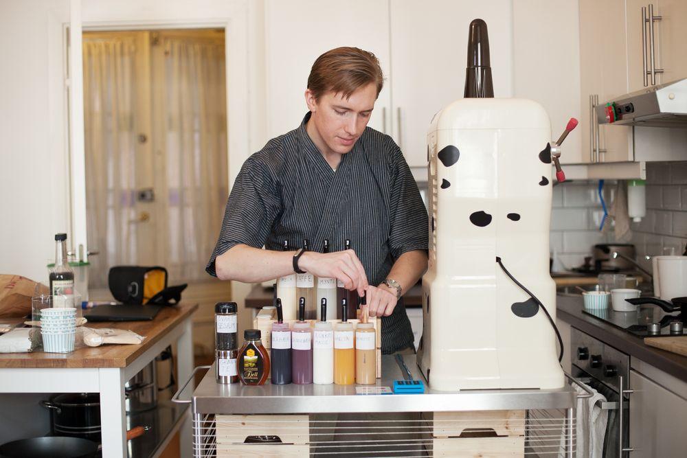 I høst fikk prosjektingeniør Erik Berge Hagen beskjed om at han ville miste jobben sin i Aker Solutions. Nå har han gjort fullstendig helomvending, og vil i sommer selge asiatisk shaveice på Youngstorget.