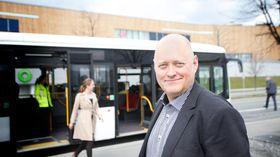 Administrerende direktør Øystein Svendsen i Unibuss håper å kunne kjøre kjempebussene i ordinær rutetrafikk i Oslo.