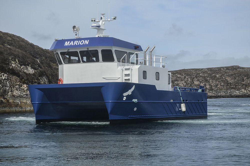 Den elektriske arbeidsbåten bygges over samme design som MS Marion, en 13,5 meter bred og 7,65 meter bred katamaran med en besetning på 2-3 personer. Marion kan transportere opptil 30 tonn på dekk og er utstyr med en 32 tonns kran.