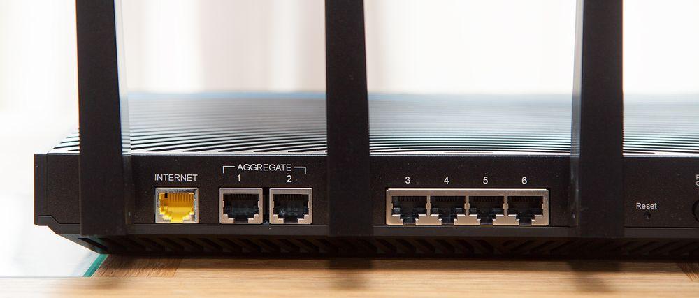 Seks LAN-porter er et stort pluss.