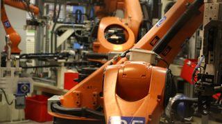 Dropper Kina - legger fabrikk for bildeler til Gjøvik