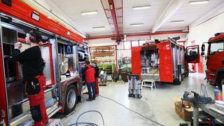 Smartere og mer high-tech: Her bygger de 24 brannbiler for framtida