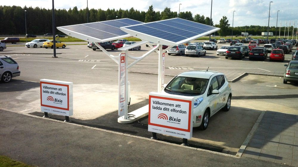 Solelia leverer ladestasjoner med solceller på taket i Sverige.