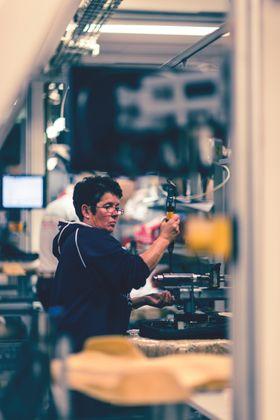SBSeating på Røros viser at møbelindustrien kan klare seg ved å produsere smart og satse på design.
