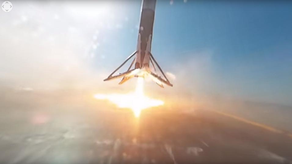 Her er raketten i ferd med å lande på lekteren, nå i 360 grader.