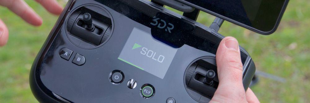 Kontrolleren har en liten LCD-skjerm som viser informasjon.