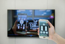 Samsung viste også frem en app som lar deg kontrollere smartenheter ved hjelp av kameraet på mobilen din.