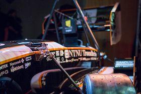 Studentene har brukt åtte måneder fra blanke ark til ferdig bil. I sommer skal de delta i verdens største ingeniørkonkurranse, Formula student.