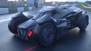 En ingeniør fra Koenigsegg bygde en «ekte» batmobil sammen med noen rike bilentusiaster