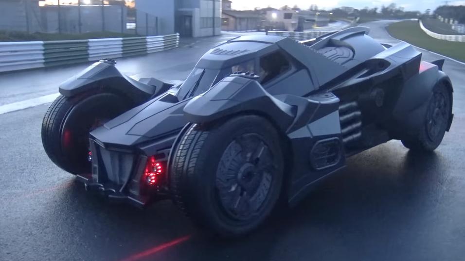 Bilen er nesten utelukkende kledd i karbonfiber.