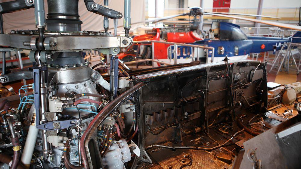 Her er et EC225 med motorene fjernet der man kan se MGB og rotormast. (Bildet er tatt hos Heli One ved en tidligere anledning).