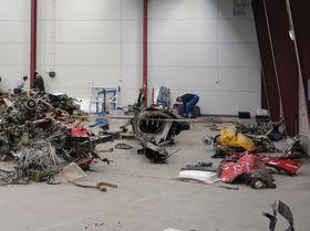 SHT har samlet og grovsortert vrakdelene på Haakonsvern fram til de fraktes til den tekniske basen på Kjeller.