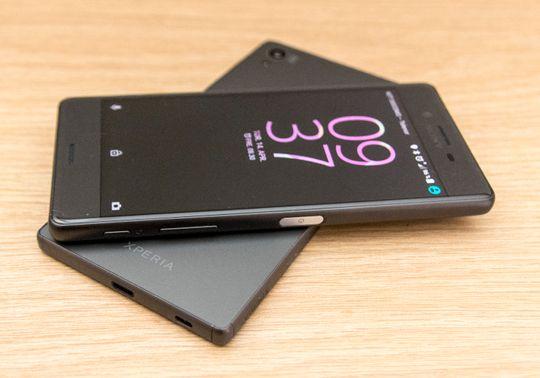 Xperia X oppå Xperia Z5. Fjorårets toppmodell fra Sony er billigere, raskere og vanntett.
