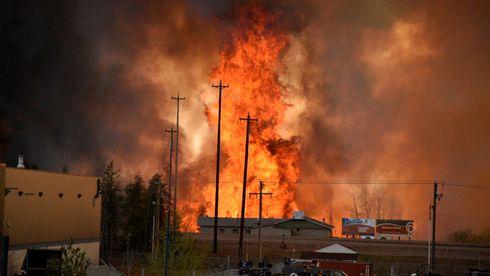Voldsom skogbrann i Canadas viktigste oljeregion
