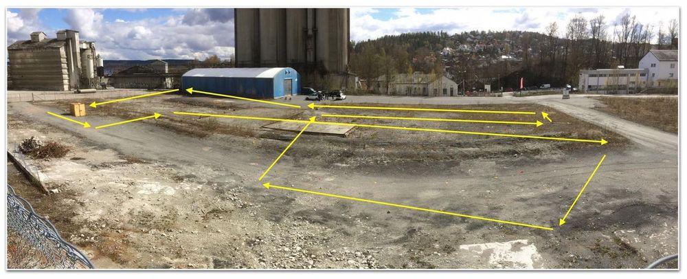 Slik så banen ut fra bakkenivå. Pilene viser ruta droneracingen skulle følge.