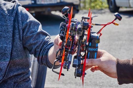 Racingdronene kommer i forskjellige størrelser, men benytter mange av de samme delene.