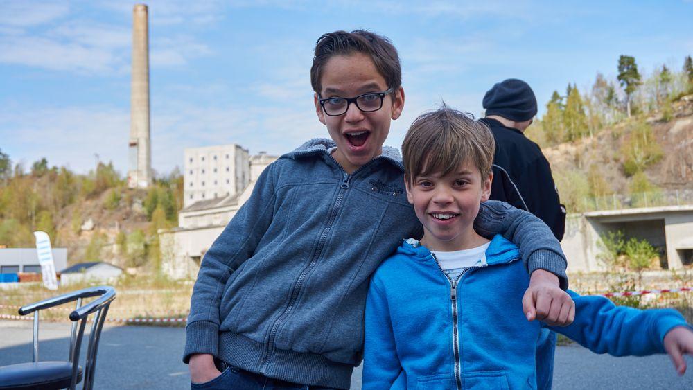 Daniel og Adrian var svært entusiastiske når det kom til droner!
