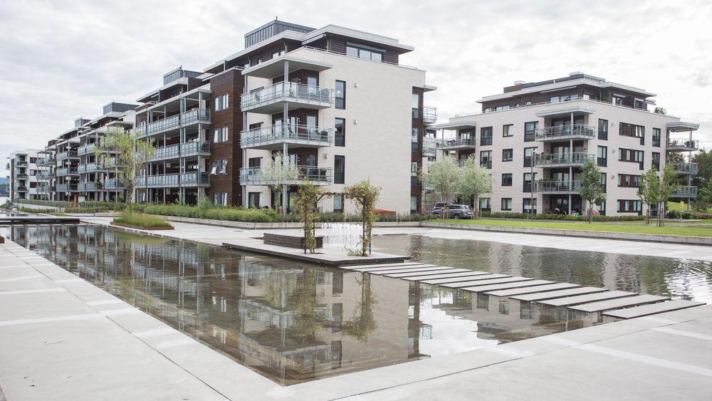 Ved å gjeninnføre kravene om vannbåren varme i bygg over 1000 kvadrat kan en leilighet på 60 kvm bli opp til 100.000 kroner dyrere.