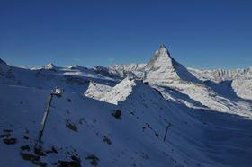 Foto av snøskredtårn på Zermatt i Sveits.